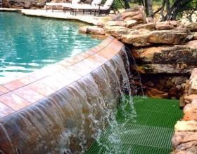 ตะแกรงFRP ในระบบระบายน้ำหมุนเวียน (The Ranch at Possum Kingdom)